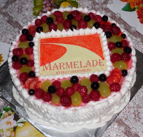 как красиво украсить торт замороженными ягодами